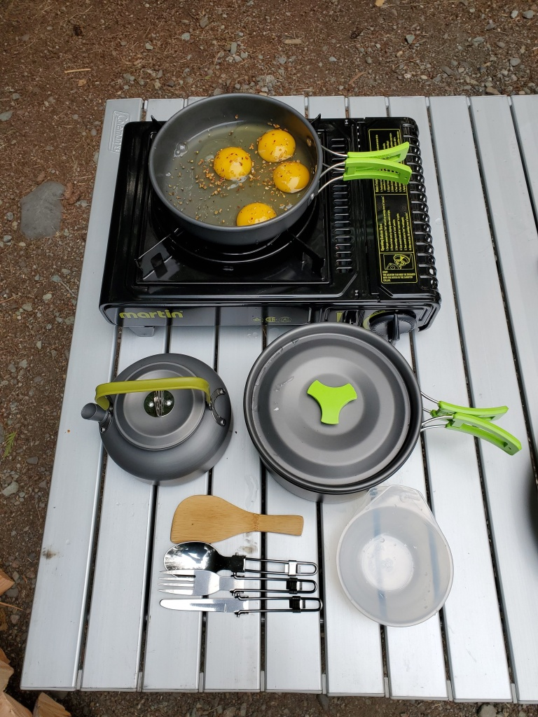 showing the full set that came with the camping cookware set